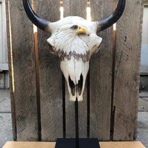 Skull staand met adelaar