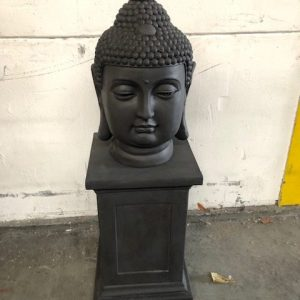 Boeddha kop op zuil zwart