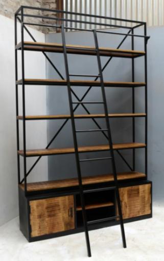 Industriele boekenkast gemaakt van mangohout en staal