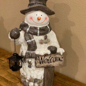Kerst sneeuwpop welcome met lantaarn